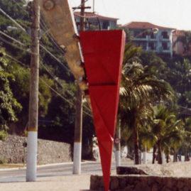 Caciporé Torres,  Vôo 2. Aço inox, chapa de ferro com pintura automotiva. 3m de altura.