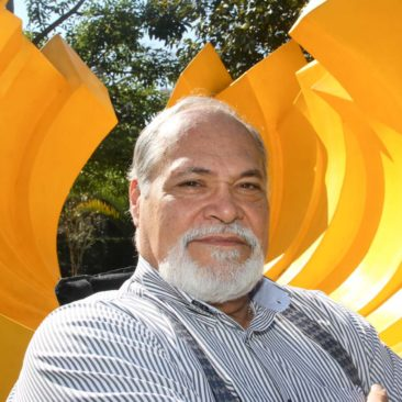 Gilberto Salvador, Zíper Concha. Fibra de vidro policromada de cor amarela. 2,60 x 4,50 x 3,40m.